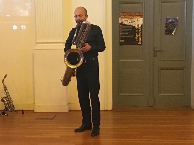 David Kweksilber op bassaxofoon