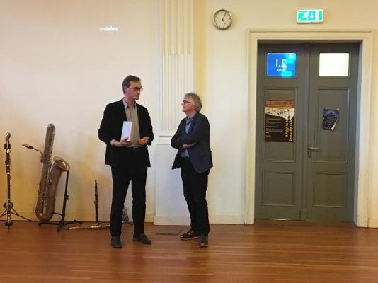 rector Alwin Hietbrink bedankt Geert Kapteijns voor zijn voorzitterschap